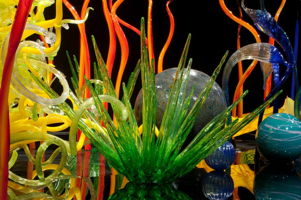 flower architecture installation chihuly