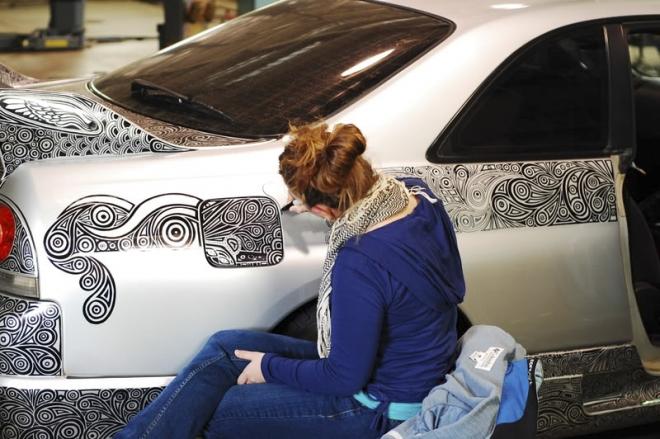 girl drawing doodle car