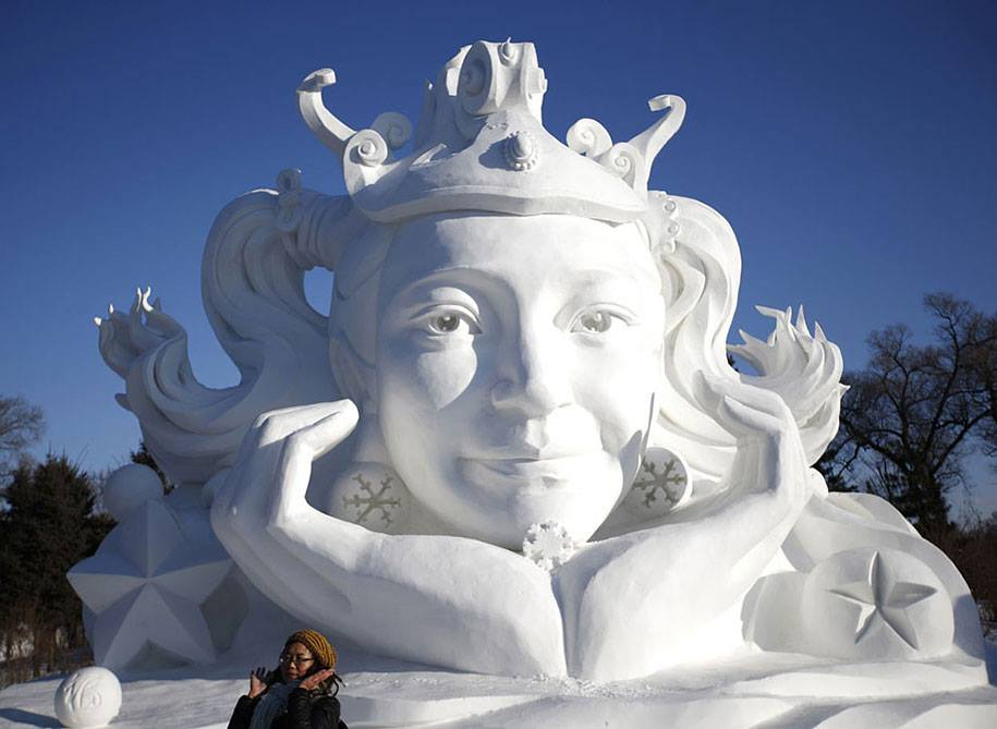girl snow sculpture