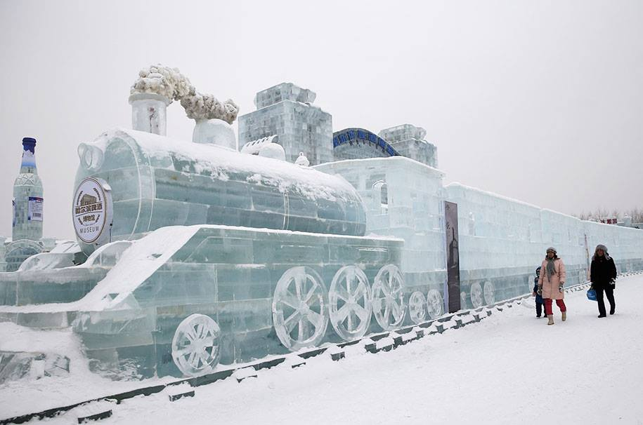 ice sculpture train