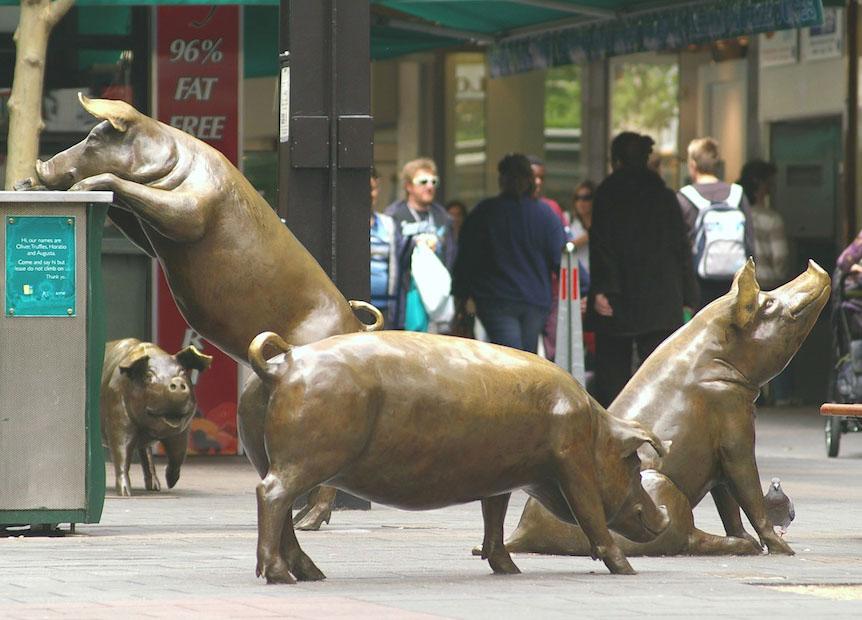 creative sculptures pigs on street