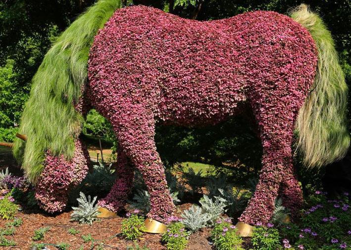 horse garden sculptures