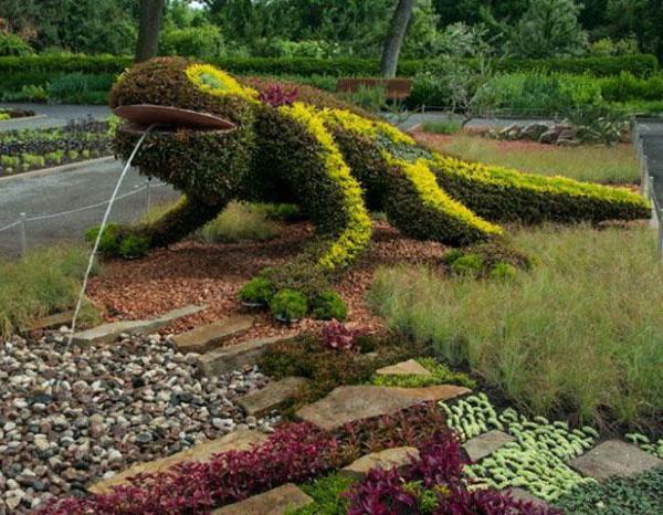 lizard garden sculptures