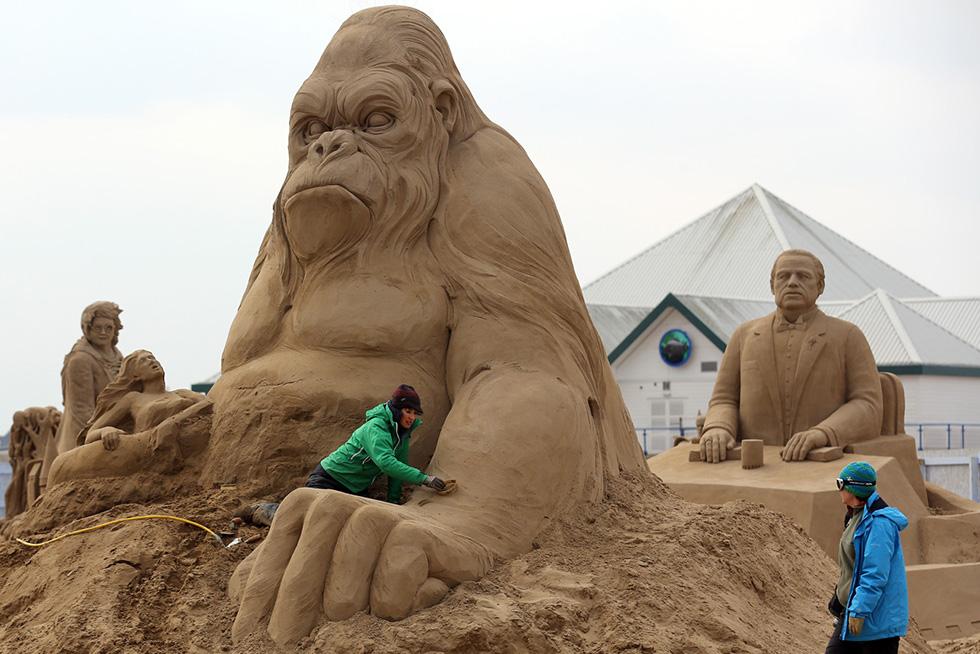 15 gorilla sand sculptures