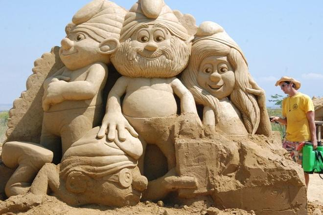 cartoon characters sand sculptures -  5