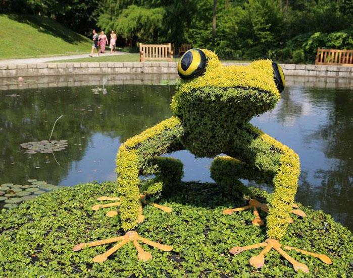 8 frog garden sculptures