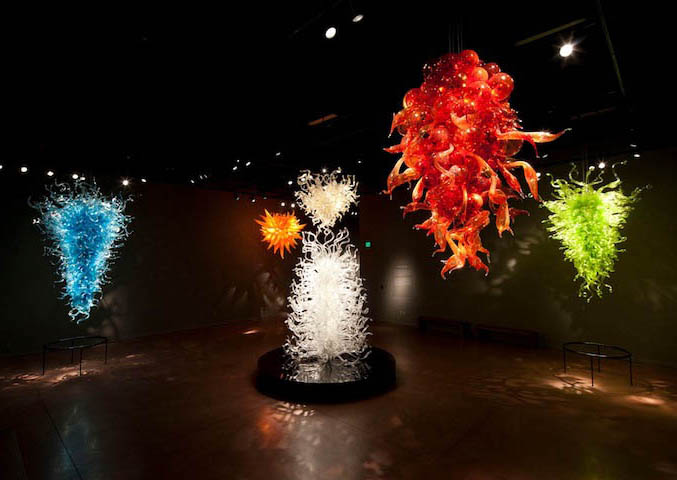 hanging architecture installation chihuly