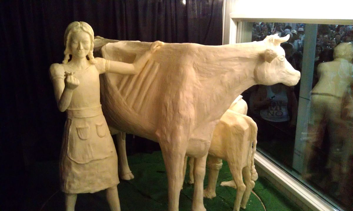 butter sculpture skinny cow iowa