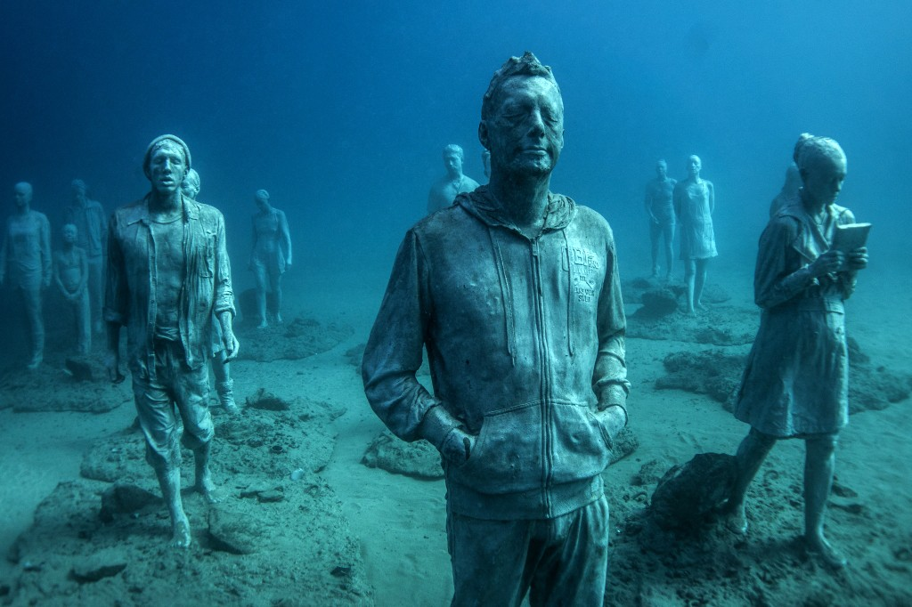 people underwater sculptures by taylor