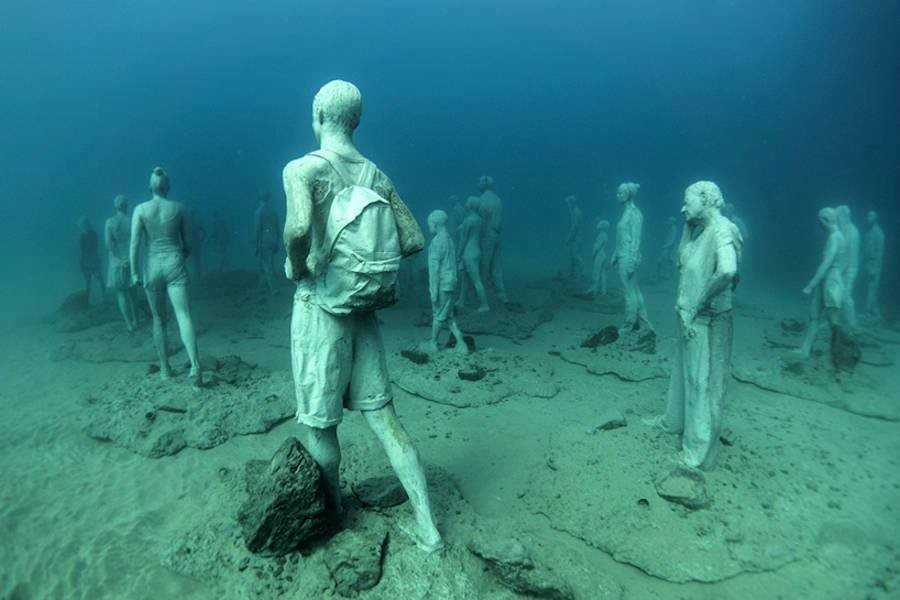 4 people underwater sculptures by taylor