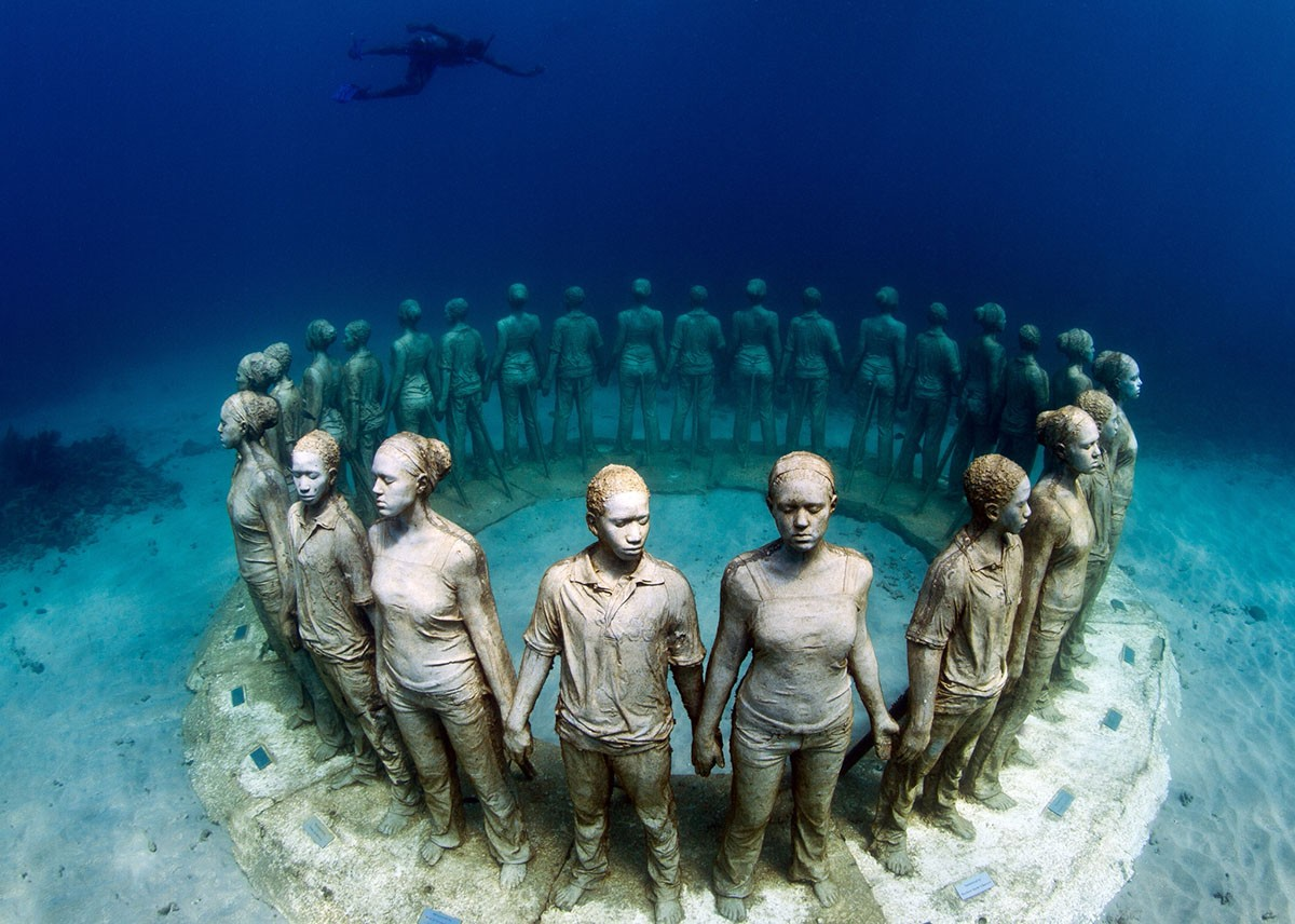 7 round people underwater sculptures by taylor