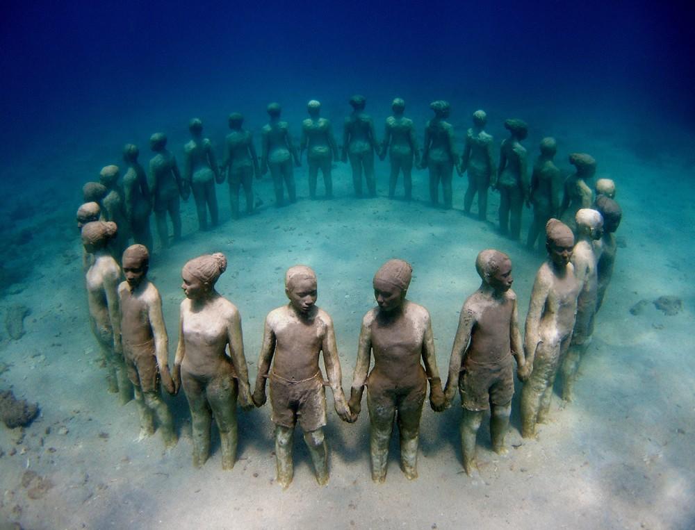 8 round kids underwater sculptures by taylor