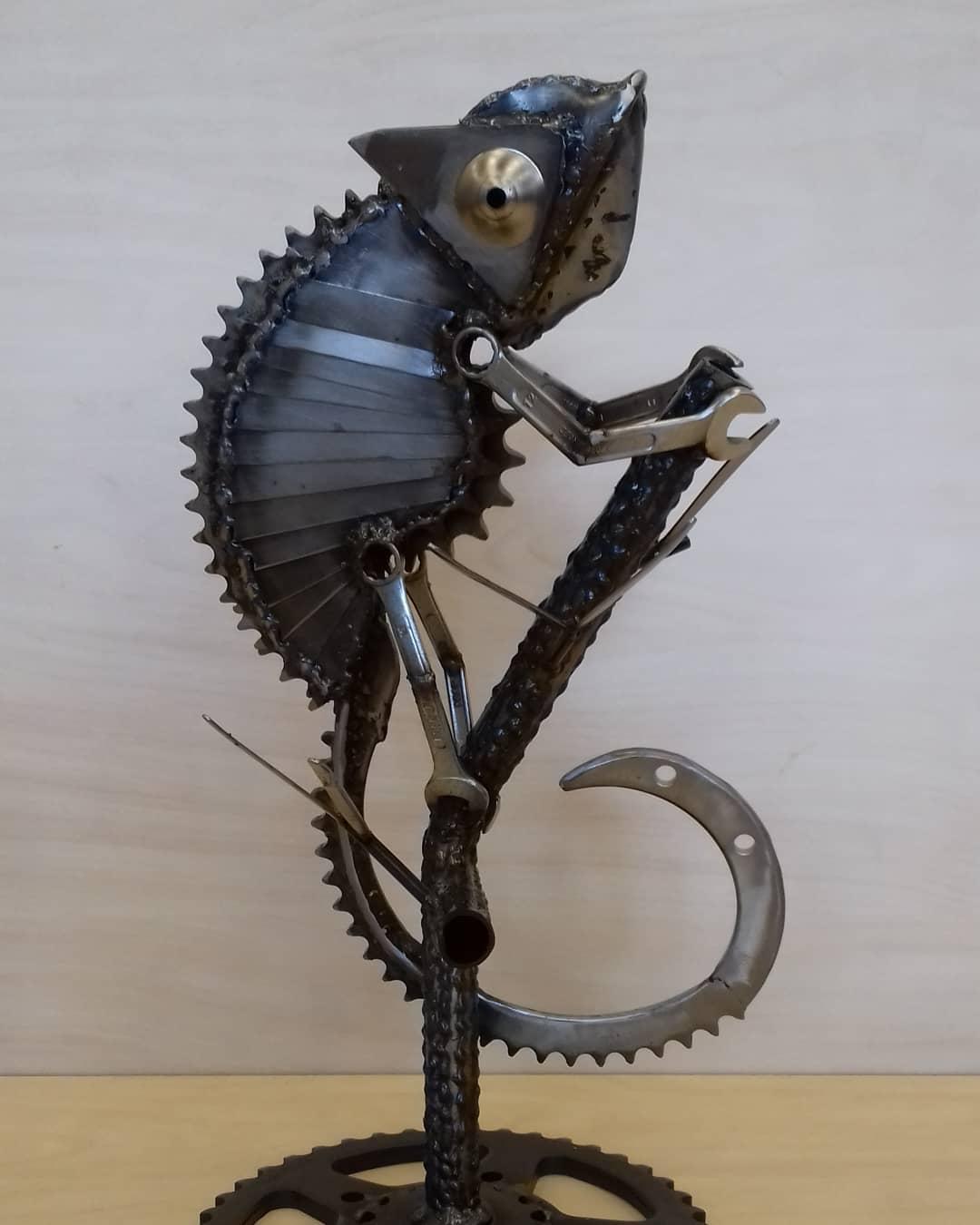 scrap metal sculpture chameleon jos hammers