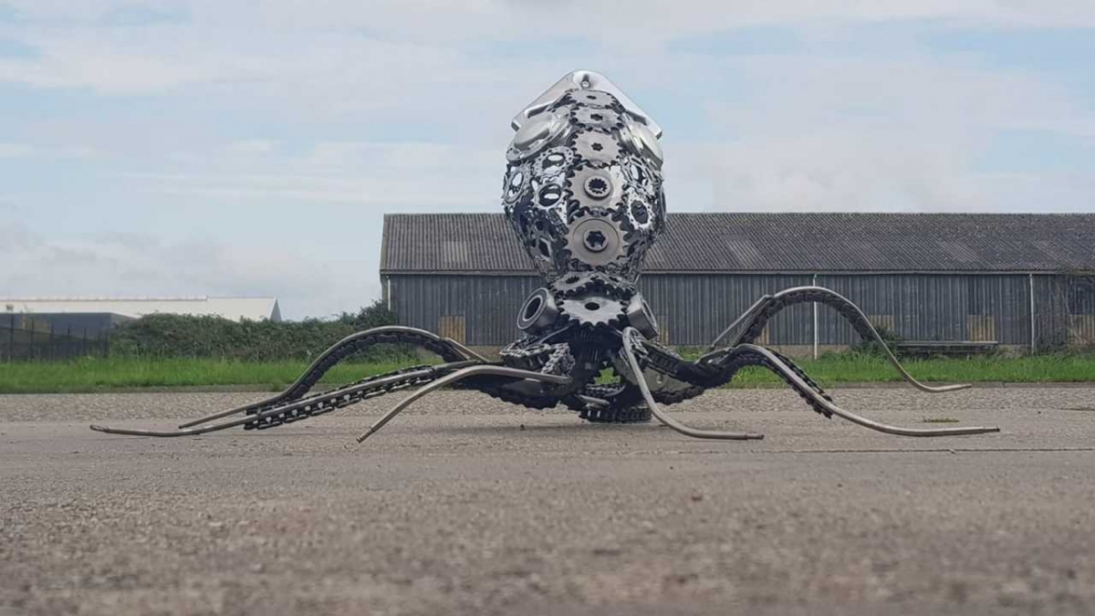 scrap metal sculpture octopus jos hammers