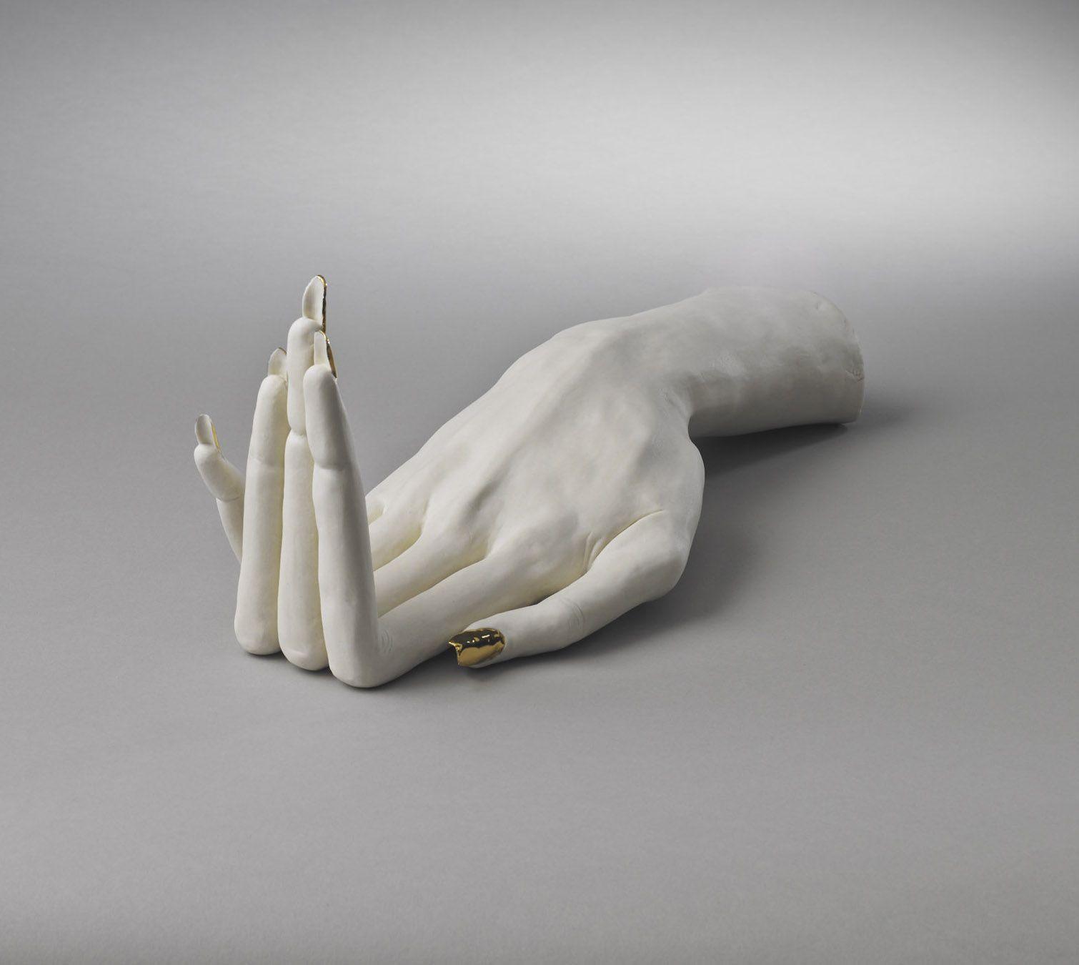 distorted sculpture hand by alessandro boezio
