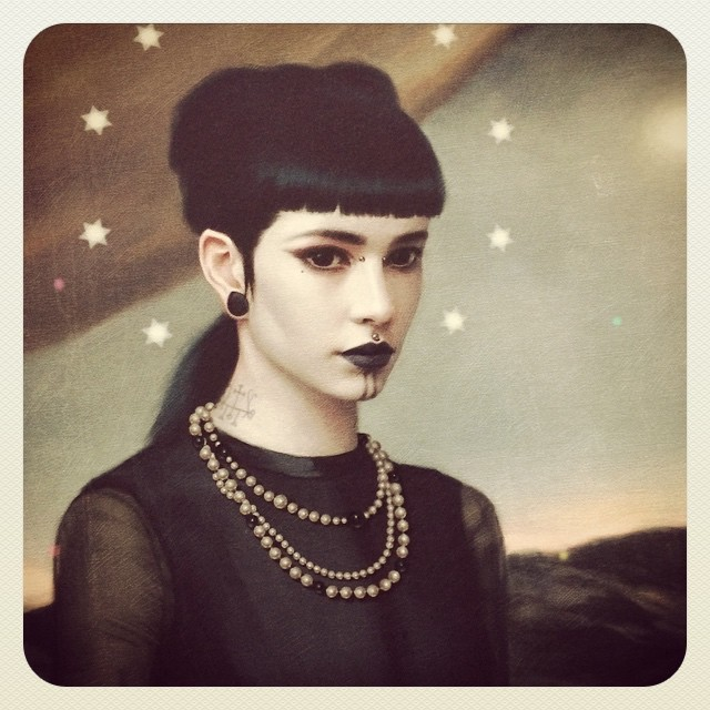 12 woman realistic paintings by tom bagshaw