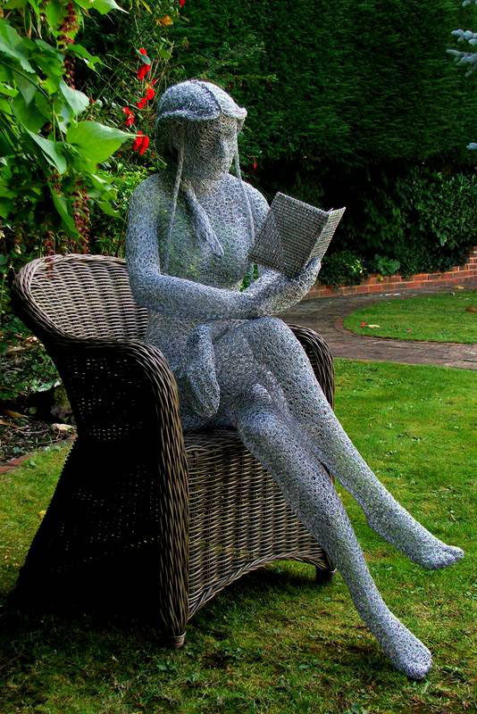 wire sculpture reader by derek kinzett