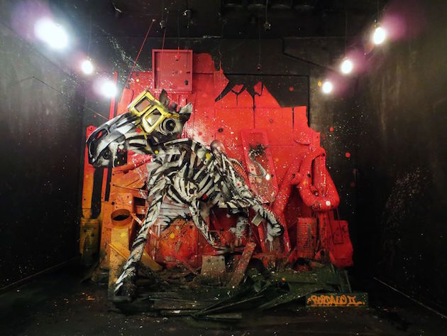 horse street art by bordalo