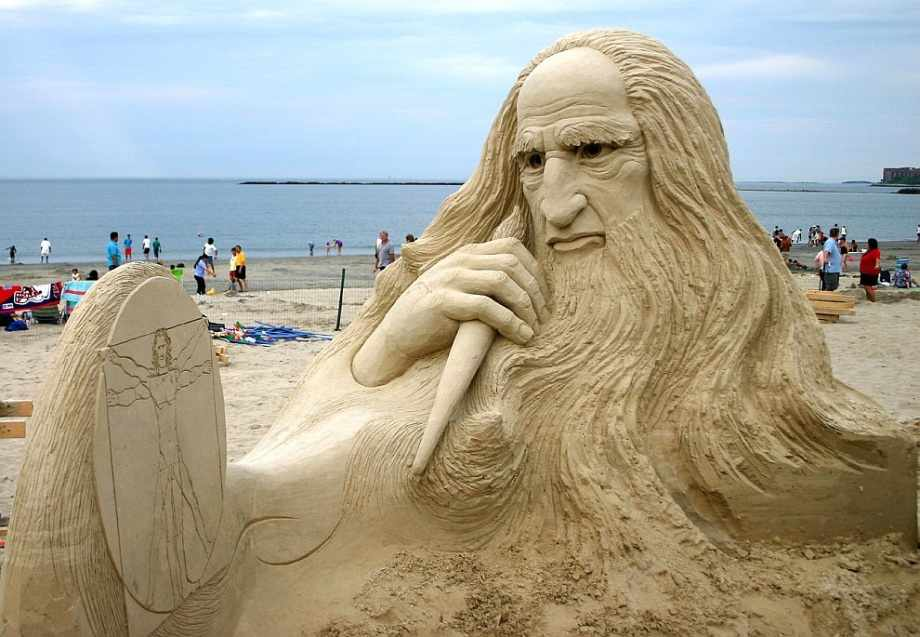 17 head sand sculptures