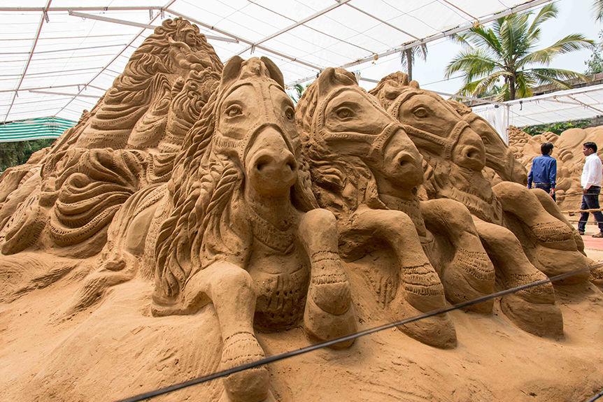 horses sand sculptures -  18