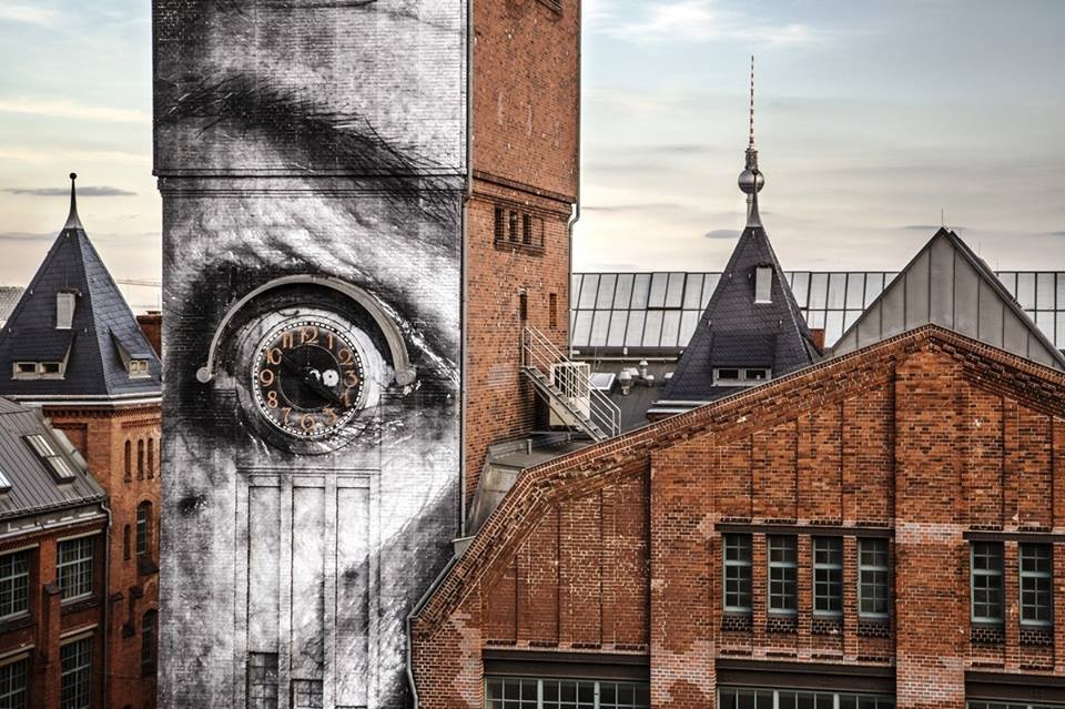 15 eye clock creative street art work